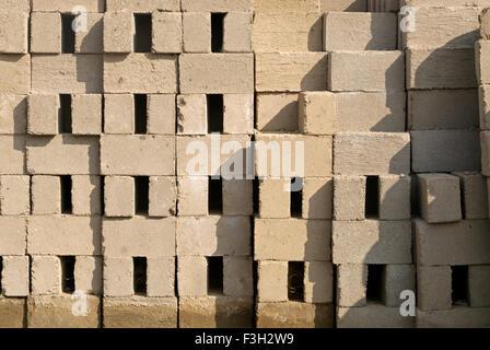Zement Ziegel; Anjar; Kutch; Gujarat; Indien - Stockfoto