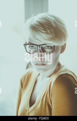 Schöne Hipster Mädchen mit kurzen Haaren - Stockfoto