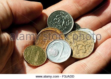 Person, die Krone-Münzen - Prag-Tschechien-Europa - Stockfoto
