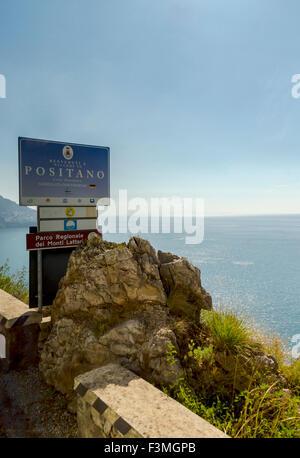 Italien, Sign Post, Berg, Amalfi-Küste - Stockfoto