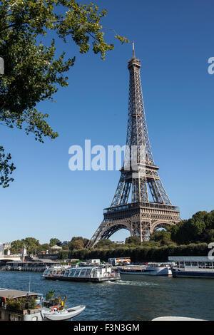 Eiffelturm und der Seine in Paris - Stockfoto