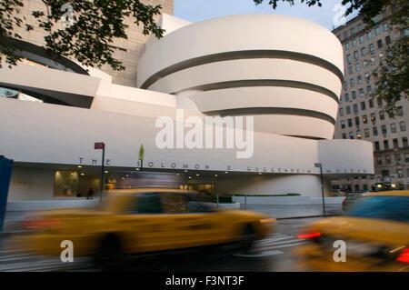 Solomon R. Guggenheim Museum. 1071 Fifth Avenue und 89th Street. Tel 212-423-3500. (Sun-Mi 10:00-17:45 / 10:00-17:45 - Stockfoto