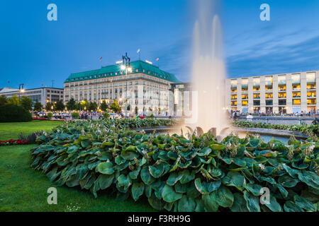 Pariser Platz mit Hotel Adlon, Berlin, Deutschland - Stockfoto