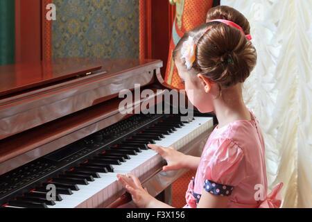 Mädchen in rosa - Stockfoto
