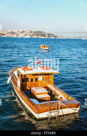 Angelboot/Fischerboot am Bosporus in Istanbul - Stockfoto