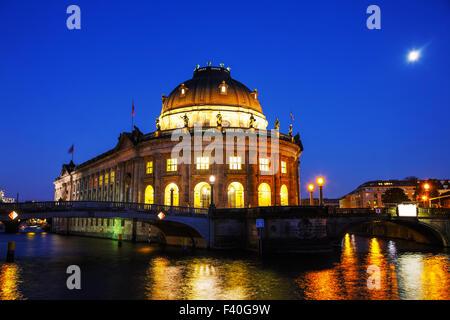 Bode-Museum in Berlin in der Nacht - Stockfoto