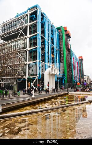 Fischaugen-Blick auf The cultural Centre Pompidou in Paris, Frankreich - Stockfoto