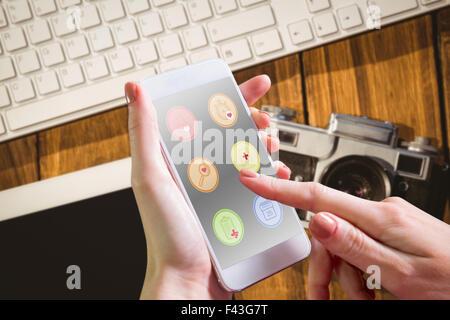 Zusammengesetztes Bild von Hand mit smartphone - Stockfoto