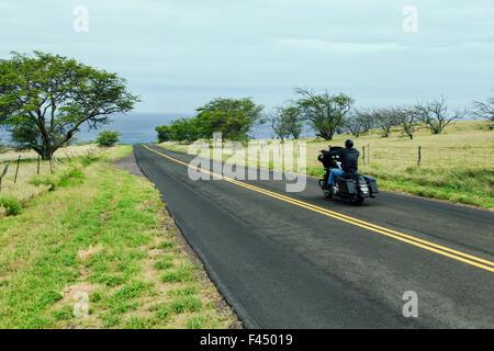 Motorradfahrer fahren entlang Kohala Coast, Big Island von Hawaii, Hawai ' i, USA - Stockfoto