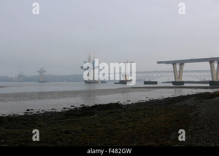 South Queensferry, Schottland, Großbritannien. 15. Oktober 2015. Nebeliger morgen in South Queensferry, wo Temperatur: - Stockfoto