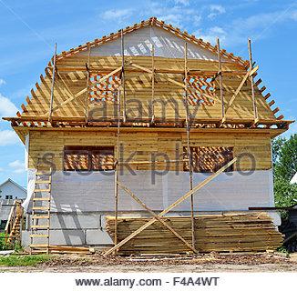 ... Bau Des Holzhauses   Stockfoto