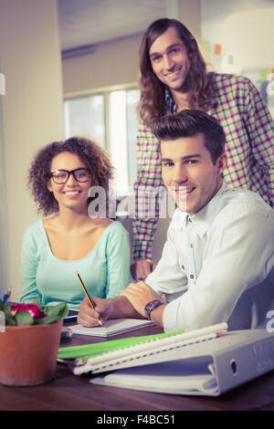 Porträt von glücklich kreative Geschäftsleute - Stockfoto
