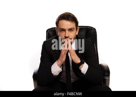 Nachdenklicher Chef sitzt an seinem Schreibtisch - Stockfoto
