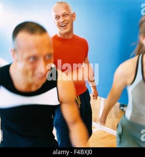 30-34 Jahre 70 bis 74 Jahren 75-79 Jahren Aktivität Erwachsene nur Aerobic Athlet Bodybuilding Farbe Bild älterer - Stockfoto