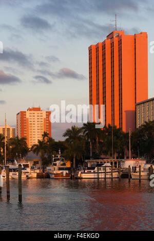 USA, Florida, Golfküste, Fort Myers Waterfront Gebäude, Sonnenuntergang. - Stockfoto