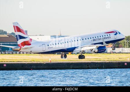London City Airport Flugzeuge, Docklands, London, England, Vereinigtes Königreich - Stockfoto