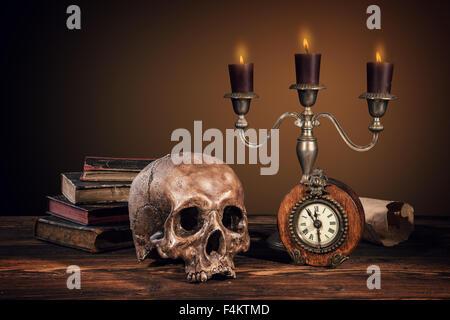 Still Life Fotografie auf menschlichen Schädel Skelett - Stockfoto