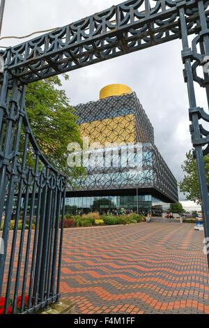 Die Library of Birmingham ist eine öffentliche Bibliothek am Centenary Square Birmingham West Midlands England UK - Stockfoto