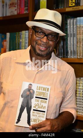 """Luther Campbell diskutieren und Unterzeichnung Exemplare seiner Bücher """"The Book of Luke: Mein Kampf für Wahrheit, - Stockfoto"""