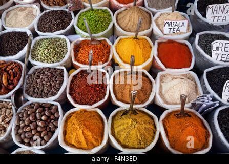 Gewürze in einer indischen Markt - Stockfoto