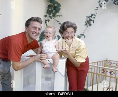 Kirk Douglas und seine Frau Anne Buydens mit ihr 4. Sohn Eric - Stockfoto