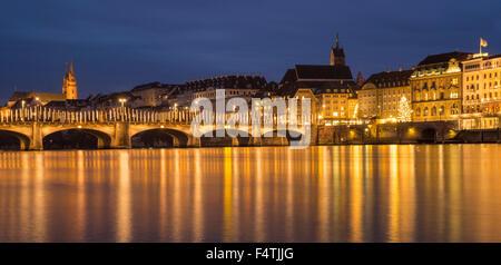 Rheinbrücke mit Weihnachtsbeleuchtung in Basel, - Stockfoto