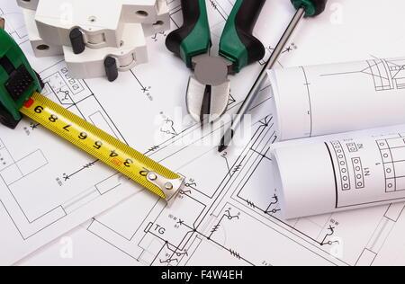 ... Zubehör Für Arbeit, Elektrische Sicherung Und Rollen Von Diagrammen Auf  Elektrische Konstruktionszeichnung Des Hauses,
