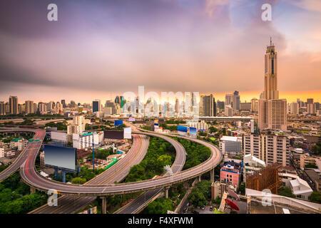 Bangkok, Thailand Stadtbild mit Autobahnen. - Stockfoto