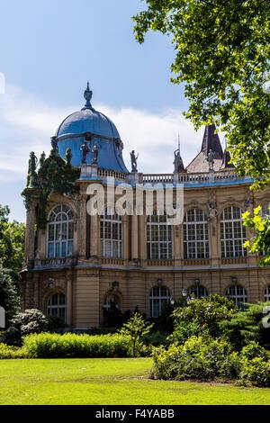 Ein Teil der Burg Vajdahunyad Burg in Budapest, Ungarn. Heute beherbergt es landwirtschaftliche Museum der ungarischen, - Stockfoto