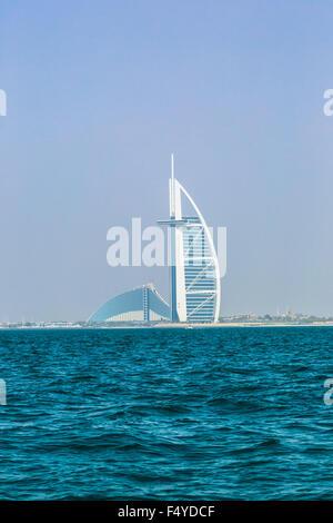 DUBAI, Vereinigte Arabische Emirate - 14. NOVEMBER: der weltweit erste sieben Sterne Luxushotel Burj Al Arab, 14. - Stockfoto