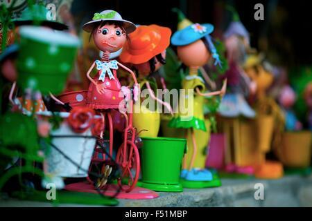 Niedliche Blechspielzeug - ein Mädchen auf einem Fahrrad - Stockfoto