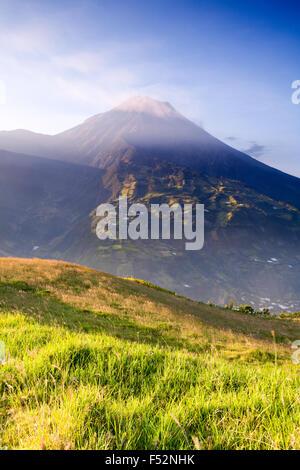 Tungurahua ist ein aktiver Strato Vulkan in der Cordillera Zentrum von Ecuador den Vulkan gibt seinen Namen in der - Stockfoto