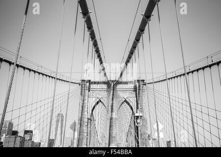 Schwarz / weiß-Foto von der Brooklyn Bridge, New York, USA. - Stockfoto