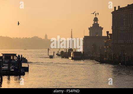 Sonnenaufgang am Canal Grande, Venedig, Italien - Stockfoto