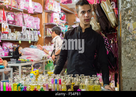 Parfüm Lieferanten, Grand Bazaar, Teheran, Iran - Stockfoto