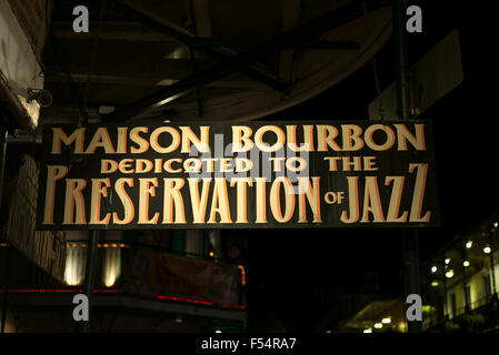 Maison Bourbon live jazz-Club anmelden berühmte Bourbon Street im French Quarter von New Orleans, Louisiana, USA - Stockfoto