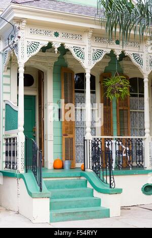Traditionellen Schindeln kreolischen Cottage home im Faubourg Marigny historisches Viertel von New Orleans, Louisiana, - Stockfoto