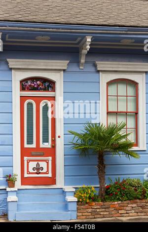 Traditionellen Schindeln kreolischen Cottage home im Faubourg Marigny historischen Bezirk von New Orleans, USA - Stockfoto