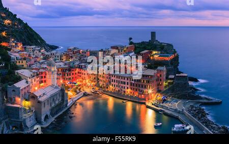 Vernazza (lateinisch: Vulnetia) ist eine Stadt und Gemeinde in der Provinz von La Spezia, Ligurien, nordwestlichen - Stockfoto