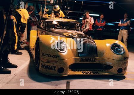 Morgan Aero 8 Rennwagen in Gelb dewalt Werkzeuge Farbschema in den 24 Stunden von Le Mans gefahren 2002 und 2004 - Stockfoto