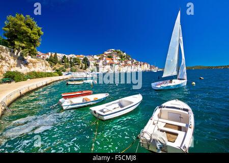 UNESCO-Altstadt von Sibenik Segelrevier Küste Ansicht, Dalmatien, Kroatien - Stockfoto
