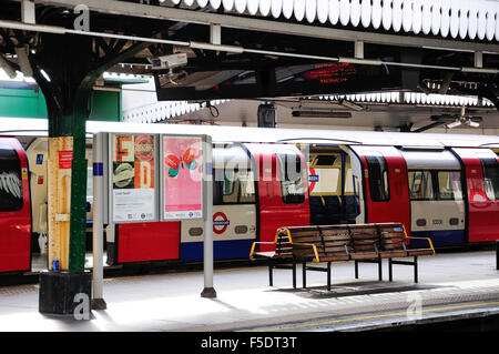 Plattform in Golders Green u-Bahnstation, Golders Green, London Borough of Barnet, London, England, Vereinigtes - Stockfoto