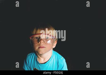 Porträt eines jungen Schutzbrille tragen - Stockfoto