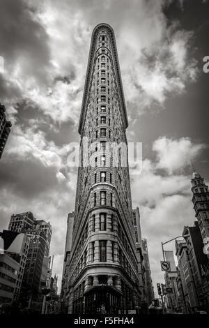 Vertikale New York: das Flatiron Building. Einer der ersten Wolkenkratzer von New York City, es befindet sich im - Stockfoto