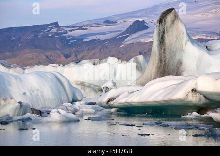 Eisberge, Gletscherlagune Jökulsárlón, Südrand des Vatnajökull-Gletscher Vatnajökull-Nationalpark, Island - Stockfoto