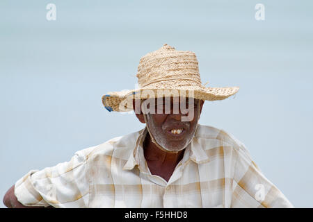 Traditionellen Fischer in Uppuveli Strand, Sri Lanka - Stockfoto