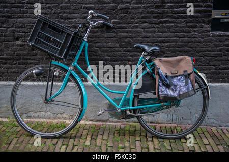 13. Januar 2014, sind Amsterdam, Niederlande bunte Fahrräder geparkt überall in der Stadt Amsterdam. - Stockfoto