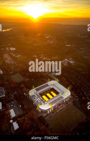Signal-Iduna-Park, Signal-Iduna-Park, Borussia Dortmund, BVB O9, Stadion mit Kunstrasen, Heizung, Bundesliga-Fußball - Stockfoto