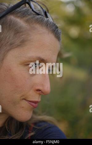 Mittelalterlichen Weisse Frau Mit Undercut Frisur Stockfoto Bild