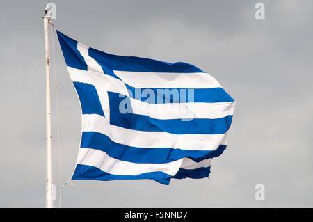 Flagge von Griechenland auf der Akropolis in Athen Griechische